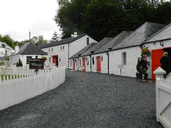 Edradour Distillery: The shop and reception .