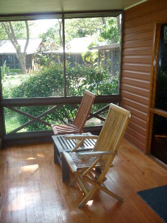 เฟิร์สแลนดิ้งบีชรีสอร์ทแอนด์วิลลาส: The veranda in the bure