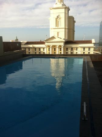 โรงแรมโพรทีโฮเต็ลนอร์ธวาร์ฟ: pool on the roof