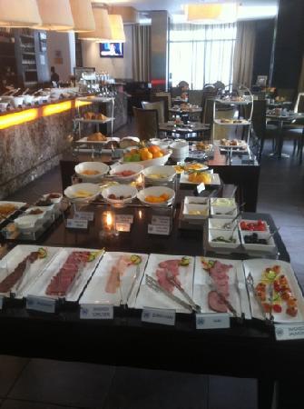 โรงแรมโพรทีโฮเต็ลนอร์ธวาร์ฟ: full buffet breakfast
