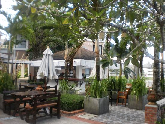 Allamanda Laguna Phuket: Restaurant by the pool