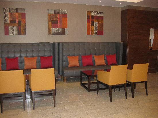 โรงแรมโซฟิเทล ลอนดอน ฮีทโทลว์: lounge/reception area