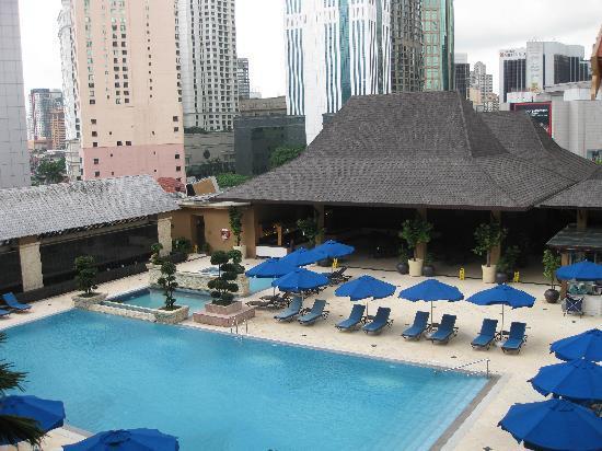 โรงแรมเดอะรอยัล ชูลัน กัวลาลัมเปอร์: The View of the Pool
