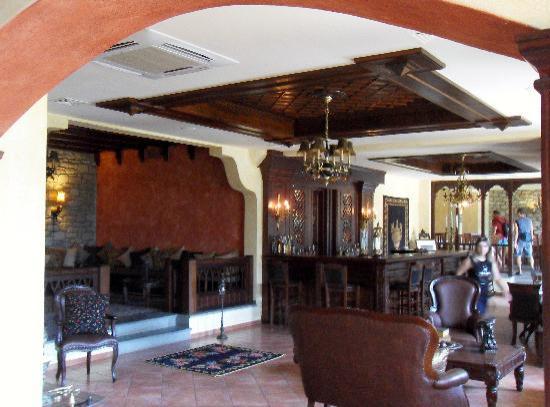 Doupiani House Hotel: Beautifully Detailed Wood Interior.
