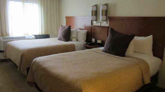 Hyatt Place Dallas-North: beds