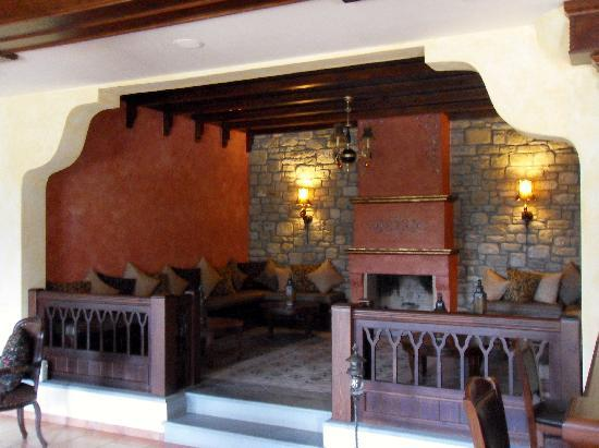 Doupiani House Hotel: One Of Two Lounge Areas In The Doupiani House.