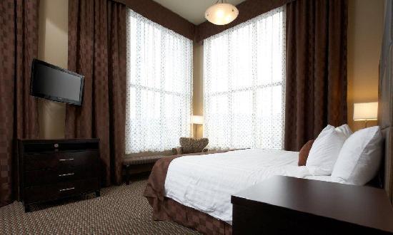 Comfort Suites Kelowna: Honey moon high ceilings