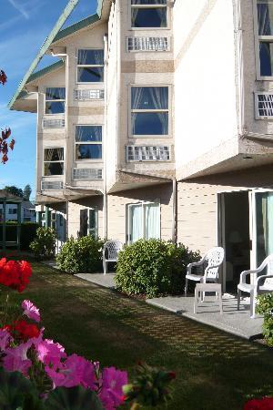 Sandcastle Inn: Our sunny patio