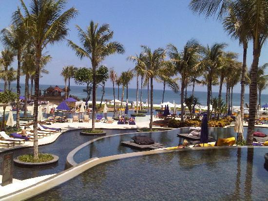 ดับบลิวรีทรีทแอนด์สปา บาหลี-เซมินยัค: Poolside view out to sea - Inspiring