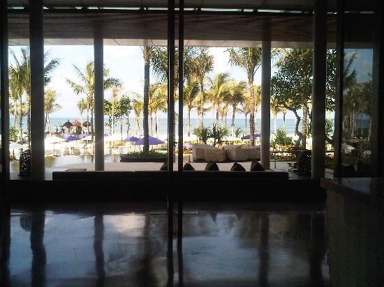 ดับบลิวรีทรีทแอนด์สปา บาหลี-เซมินยัค: Foyer looking out to sea - Photo does not do this justice.