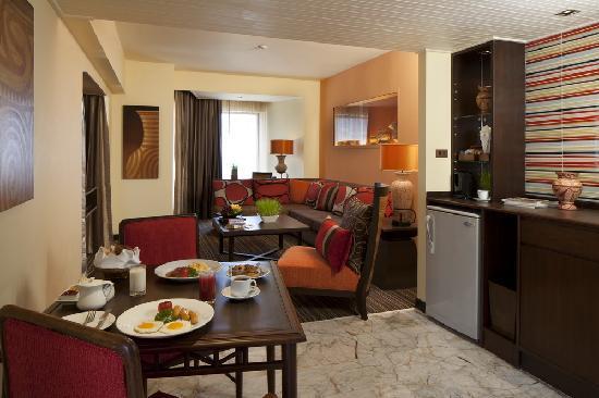เดอะ เบย์วิว: Baan Chiang Theme Suite Living Room