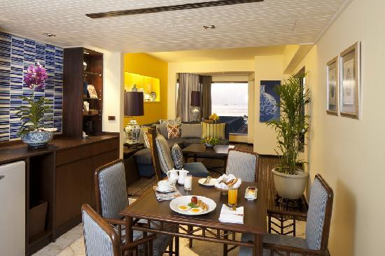 เดอะ เบย์วิว: Lai Kram Theme Suite Living Room
