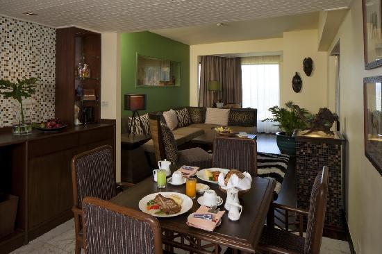 เดอะ เบย์วิว: Safari Theme Suite Living Room