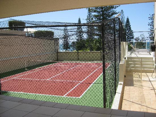 Pacific Beach Resort: Tennis Court Area