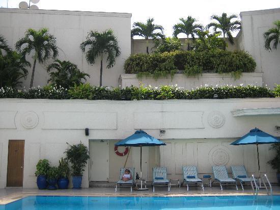 โรงแรมเรอเนสซองริเวอร์ไซด์ไซง่อน: rooftop pool