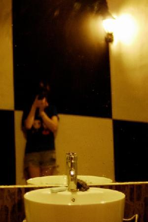 My-loft Youth Hostel: Washing room (