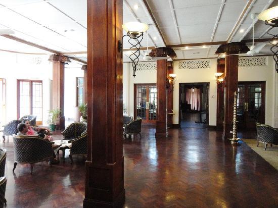 โรงแรม ซุยส์ซี่: Lobby