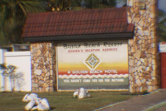 Busua Waves Resort : Front entrance