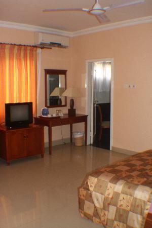 Busua Waves Resort: inside our room