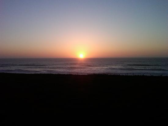 The Coho Oceanfront Lodge: Sunset from our patio