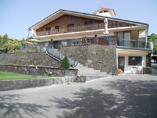 Etna Hut bed and breakfast: ...Gastgeber-Villa...