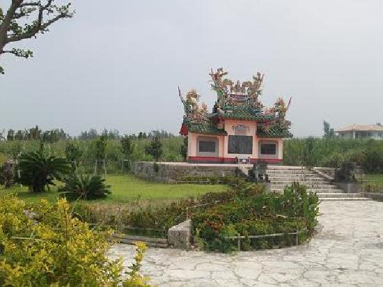 Tojinbaka: 墓は海に向かい建てられている