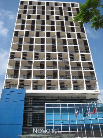 โรงแรมโนโวเทลญาจาง: front view of hotel