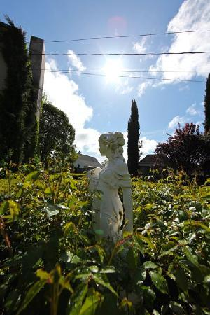 Chateau de Vie: Strolling around the grounds