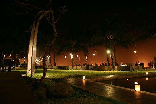 Breeze at The Samaya Seminyak: As darkness falls at Breeze
