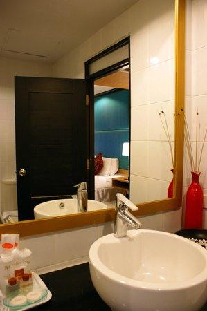 โรงแรมเบลลา วิลล่า เมโทร: bathroom