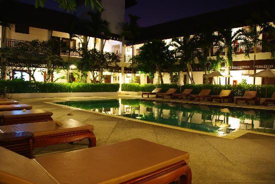 โรงแรมริมปิง วิลเลจ: La piscine de l'hotel