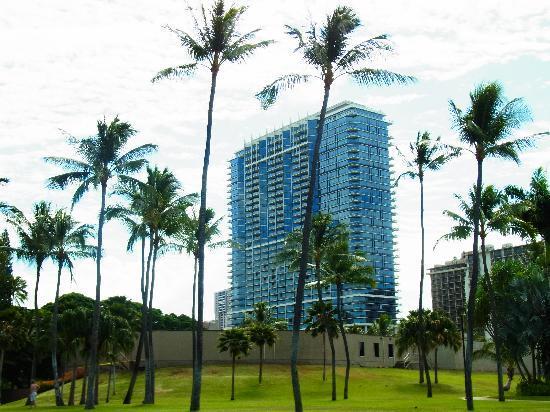 โรงแรมทรัมพ์อินเตอร์เนชั่นแนล ไวกิกิบีชวอล์ค: フォートデュラッシービーチより
