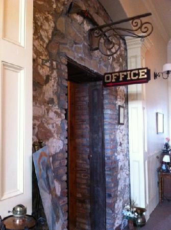 Tahoe House Hotel: office adjacent to parlor