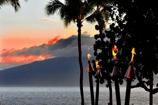 Hyatt Regency Maui Resort and Spa: @ sunset :)