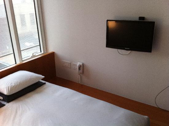 โรงแรมอเมริกาโน: bed and tv