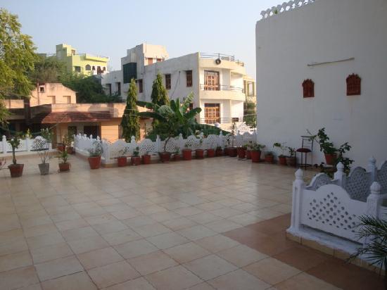 วัดเชน รานัคปุระ: Open Terrace of the Hotel