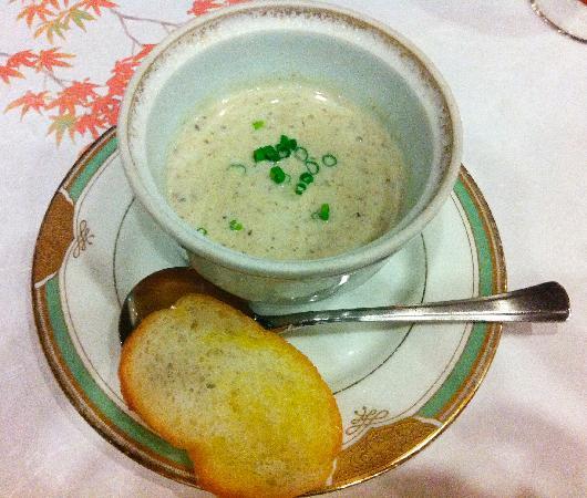 Kyushu Hotel: 雲仙きのことポルチーニ茸のスープ