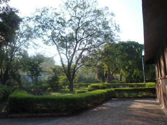 วัดเชน รานัคปุระ: Serenity in the temple complex