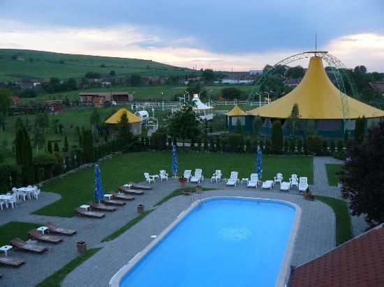 Domeniul Dracul Danes: Pool and rides