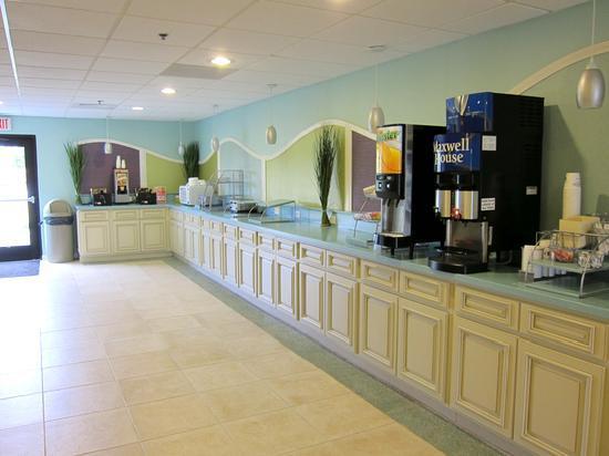 Best Western Plus Myrtle Beach Hotel: Hotel Breakfast Area July 2011