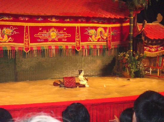 Water puppet show at Thao Dien Village: 舞台①