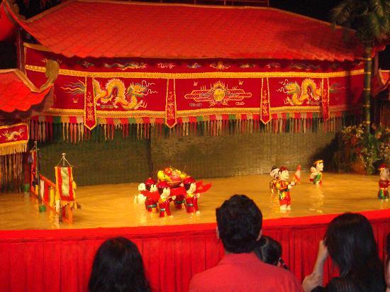 Water puppet show at Thao Dien Village: 舞台②
