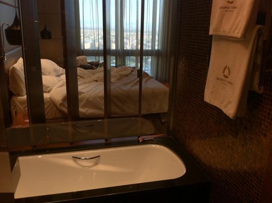 โรงแรมยูโรสตาร์ส มาดริดทาวเวอร์: Suite, planta 22