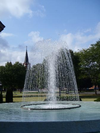 Dwight D. Eisenhower Library and Museum: Fountain at Place of Meditation