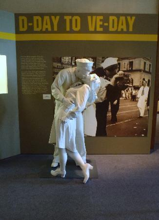 Dwight D. Eisenhower Library and Museum: Neat figures placed throughout the exhibit