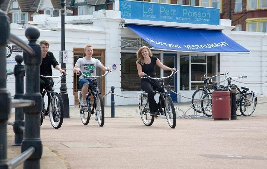 Le Petit Poisson: Cycling