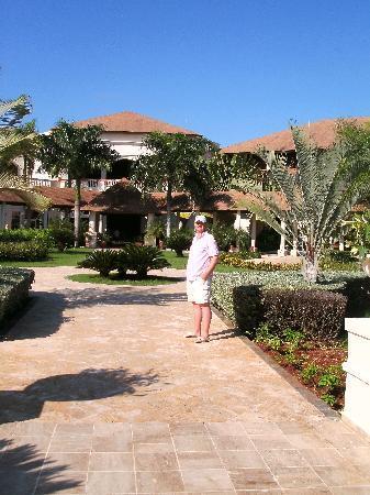 Dreams Punta Cana Resort & Spa: Looking towards the downstairs lobby