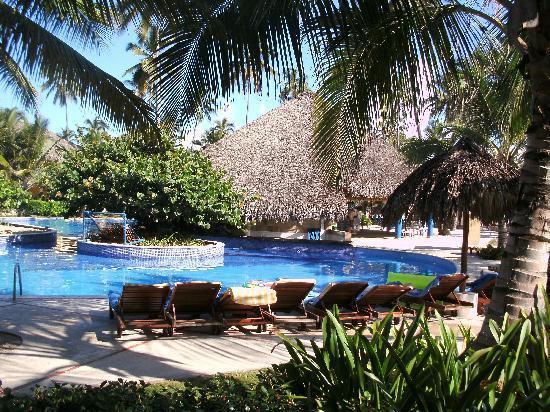 Dreams Punta Cana Resort & Spa: Pool area