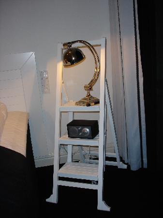 Hotel Fabian: mesilla de noche