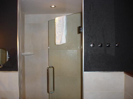 Hotel Fabian: aseo y ducha muy amplios
